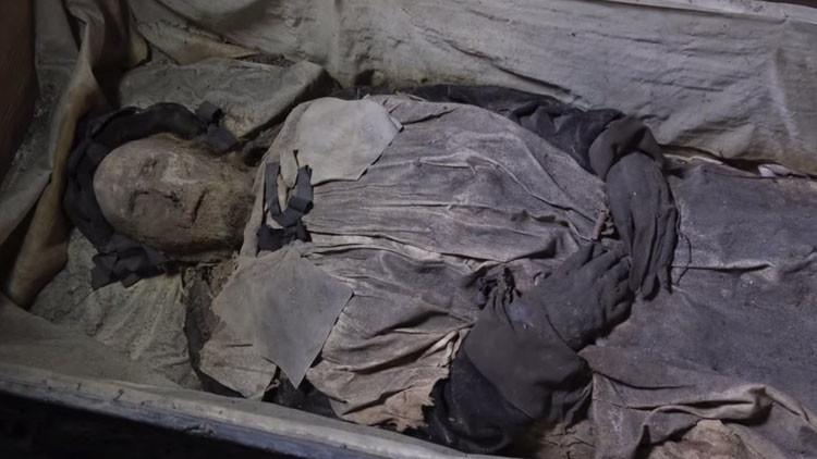 """Radiografía del ataúd de un obispo sueco revela que """"no estaba solo en su sepultura"""" (Video, Fotos)"""