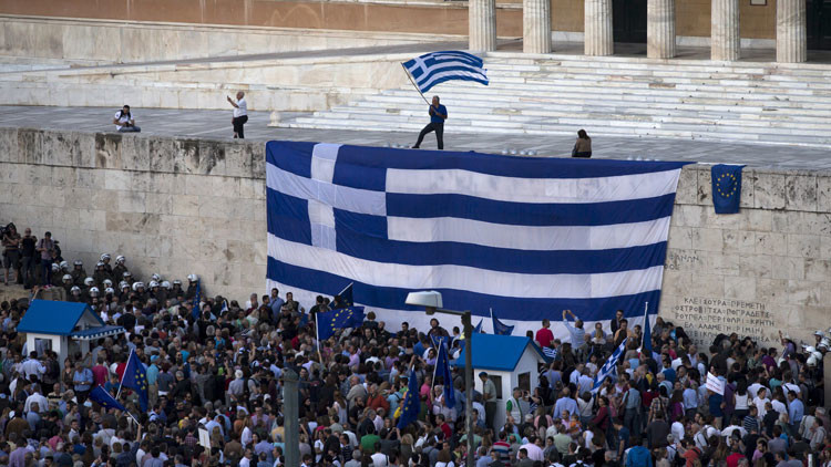 Miles se manifiestan en Atenas en favor de la permanencia de Grecia en la Eurozona