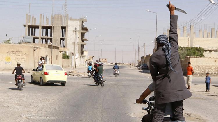 Guerra entre terroristas: El Estado Islámico decapita a un líder del Frente al Nusra