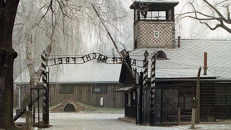 Médico de las SS acusado de cometer más de 3600 crímenes en Auschwitz