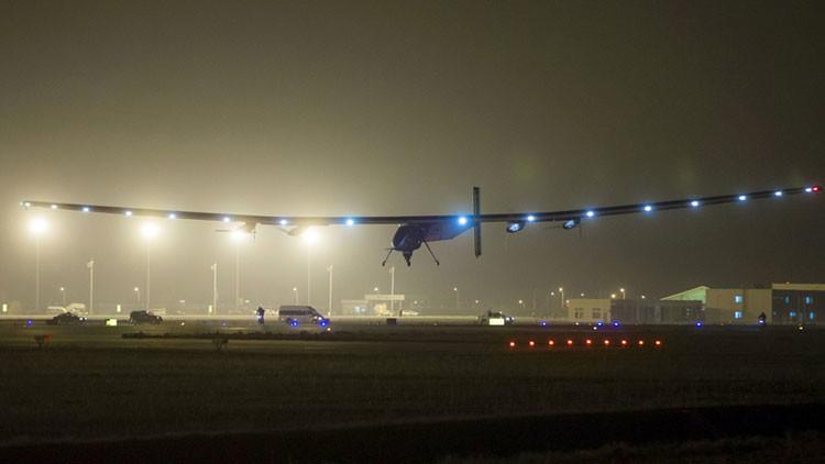 El mal tiempo obliga al Solar Impulse II a aplazar la reanudación de su vuelta al mundo