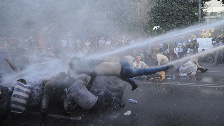 FUERTES IMÁGENES: Violenta represión de las protestas en Armenia