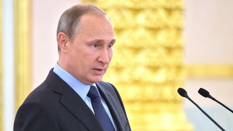 """Putin: """"Un Ejército fuerte garantiza la seguridad de Rusia ante los riesgos actuales"""""""