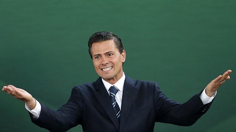 Peña Nieto indigna a México al posar como celebridad para la revista '¡Hola!'