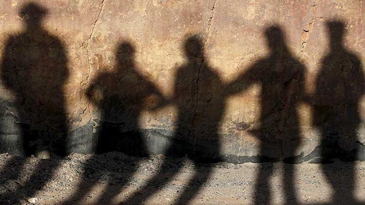 Guerra entre terroristas: el Estado Islámico decapita a 12 yihadistas de una facción de Al Qaeda