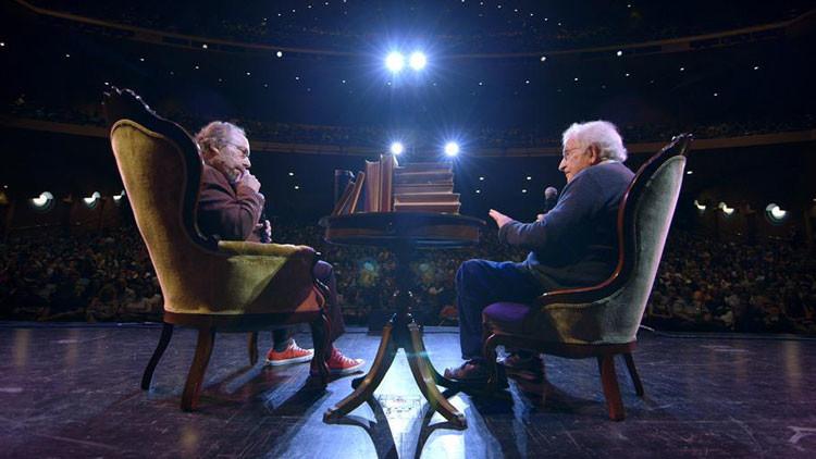"""Chomsky y Krauss: """"¿Por qué enviar humanos al espacio si puede hacerse con robots?"""""""
