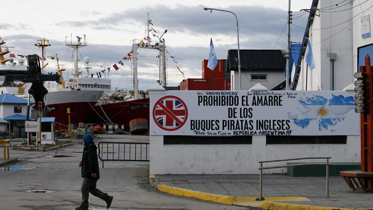 Argentina ordena embargos de bienes y buques de petroleras que operan en las Malvinas