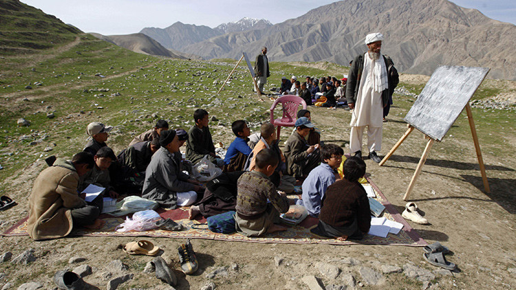 EE.UU. financió escuelas y universidades inexistentes en Afganistán