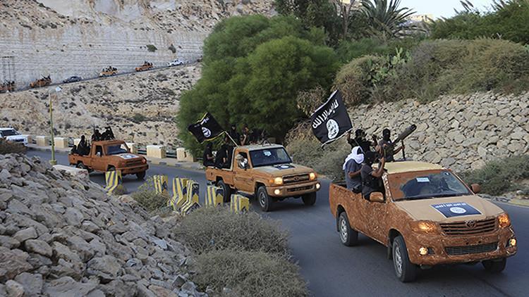 Fotos: Estado Islámico ejecuta a dos 'espías' y crucifica sus cadáveres en Siria