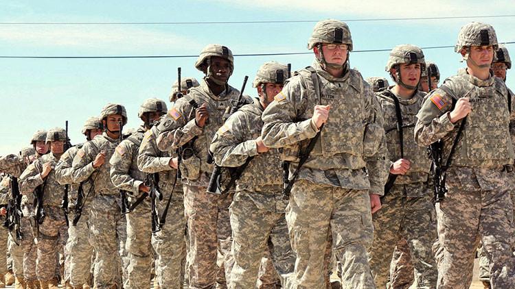 """El Ejército de EE.UU., plagado de supremacistas blancos que buscan """"guerra racial"""""""