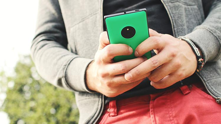 ¿Qué problemas de salud causan los 'smartphones' y cómo evitarlos?