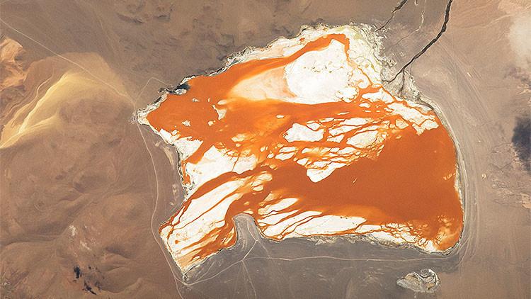 La foto 'mágica' de una laguna boliviana captada desde el espacio