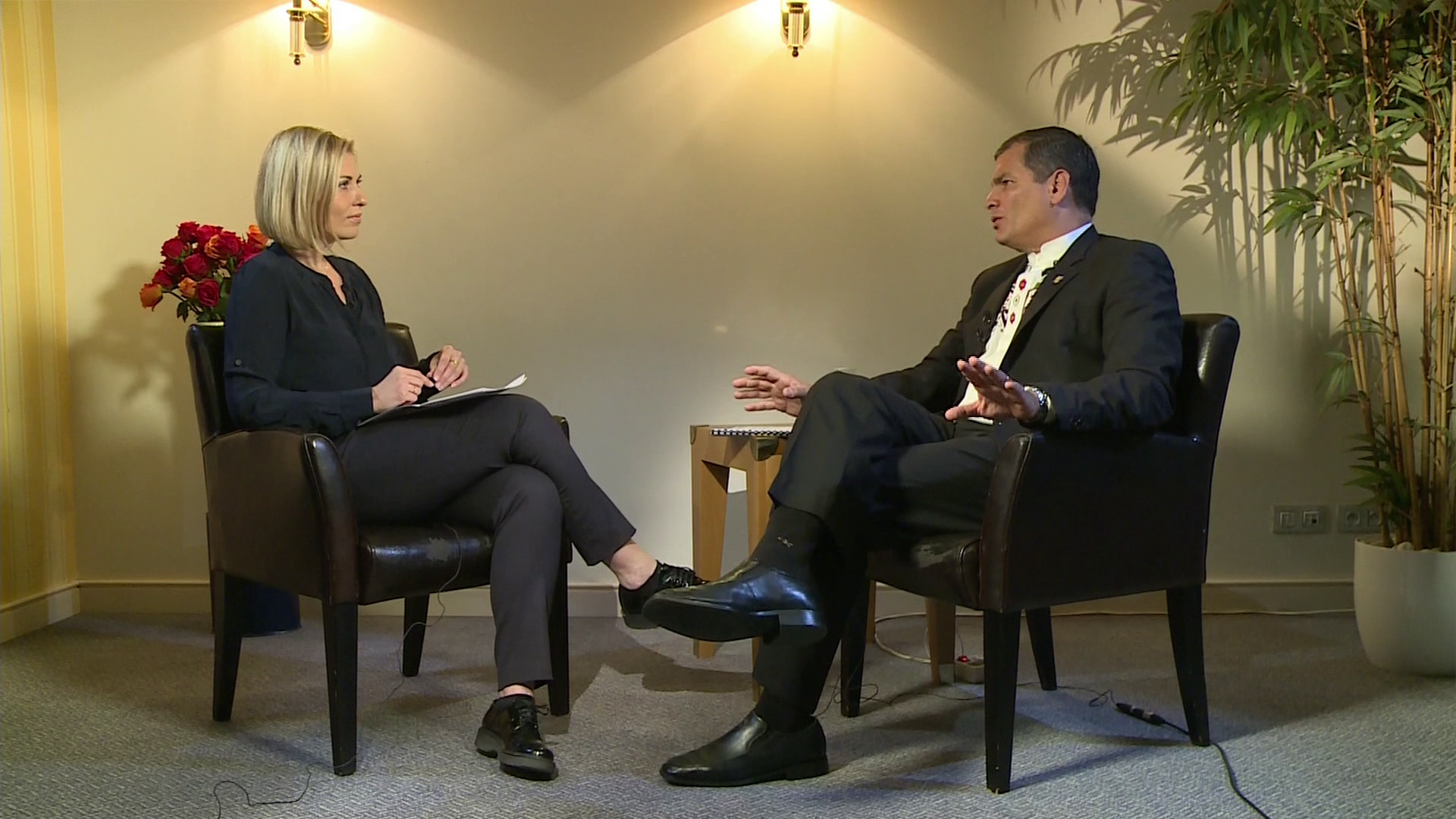 Rafael Correa concede una entrevista a la corresponsal de RT Jelena Milincic