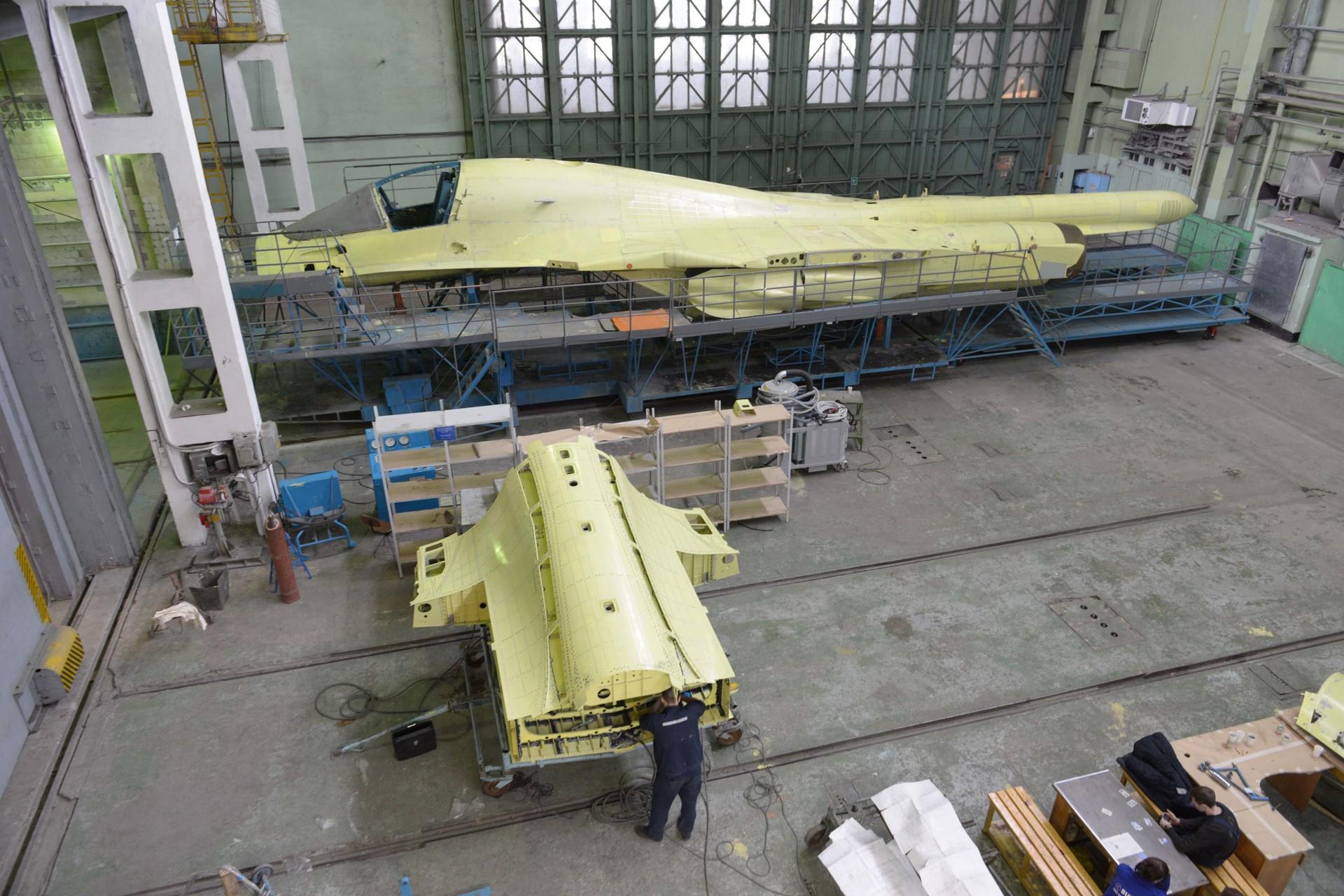 Fotos: Ensamblaje del nuevo cazabombardero ruso Su-34
