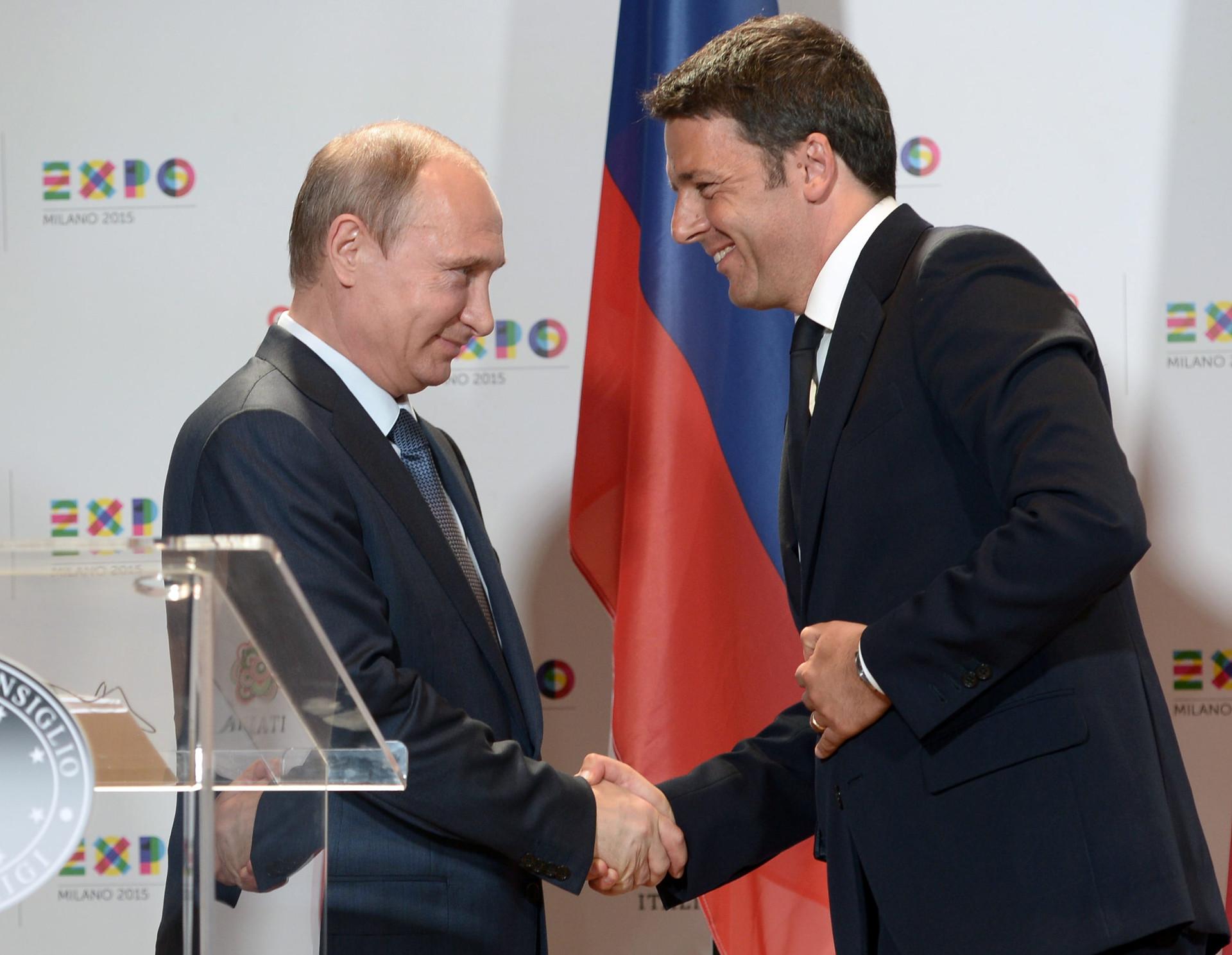 El presidente de Rusia, Vladímir Putin, y el primer ministro italiano, Matteo Renzi