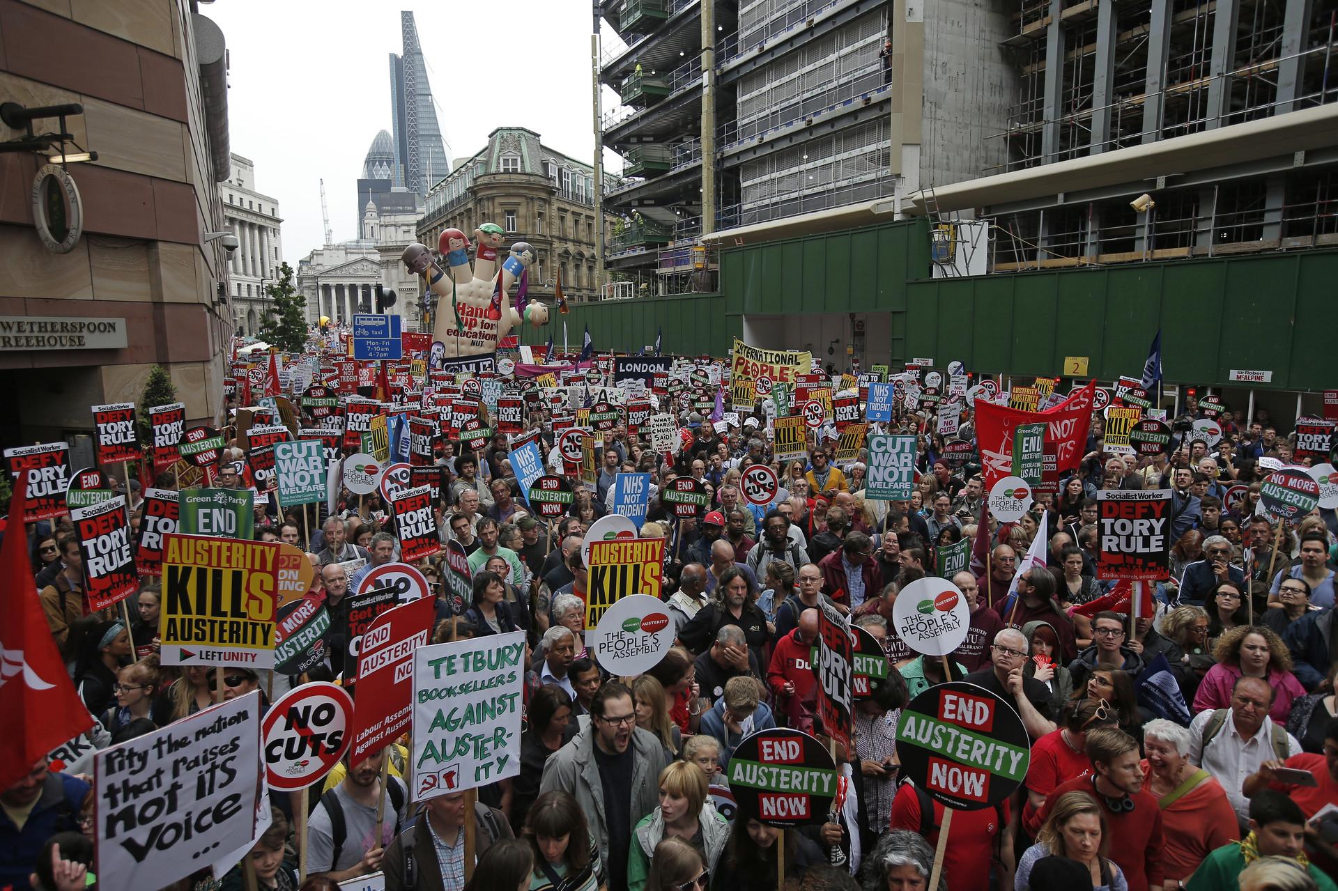 EN VIVO: Miles de personas protestan contra la austeridad en Londres