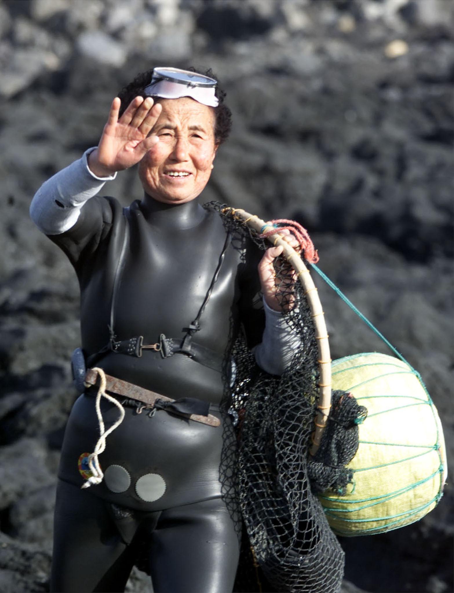 Mujeres haenyeo, las últimas 'sirenas' del mundo en vía de 'extinción'