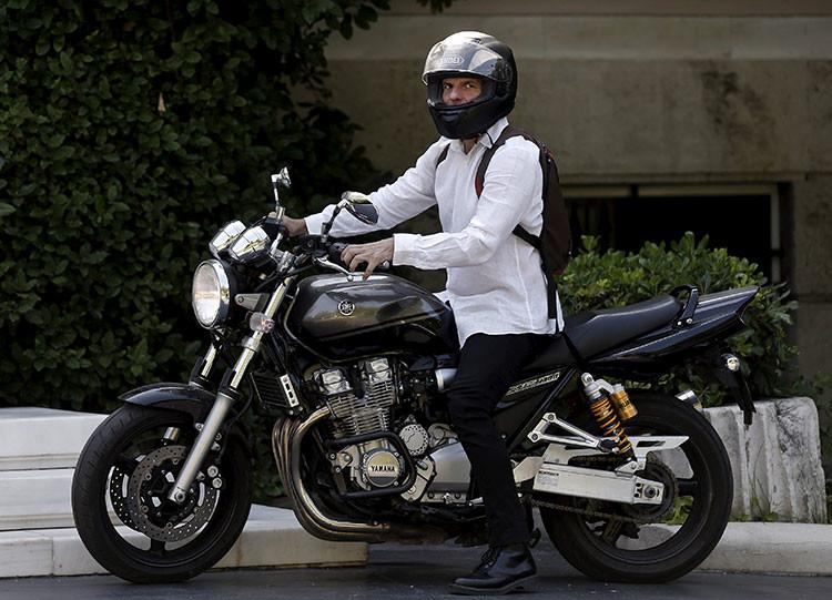 Yanis Varoufakis y su motocicleta