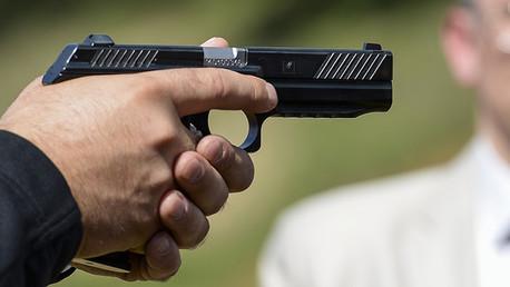 Video: Kaláshnikov presenta el prototipo de una nueva pistola en Ejercito 2015