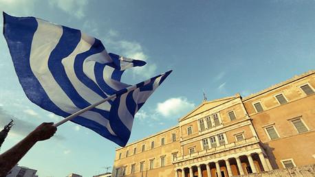 Podemos: La Troika desea 'derrocar' al Gobierno democrático de Tsipras