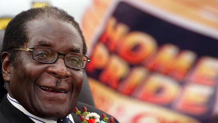 """Presidente de Zimbabue: """"Me arrodillo y pido la mano de Barack Obama"""""""