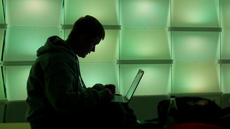 """""""Alguien tiene que oponerse a ellos"""": 'Hackers' bloquean miles de cuentas del EI"""
