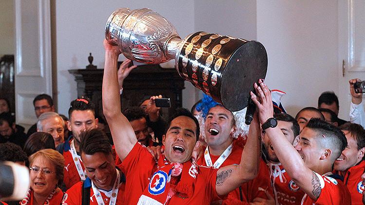 Chile levanta su primera Copa América tras vencer en los penales a Argentina (4-1)