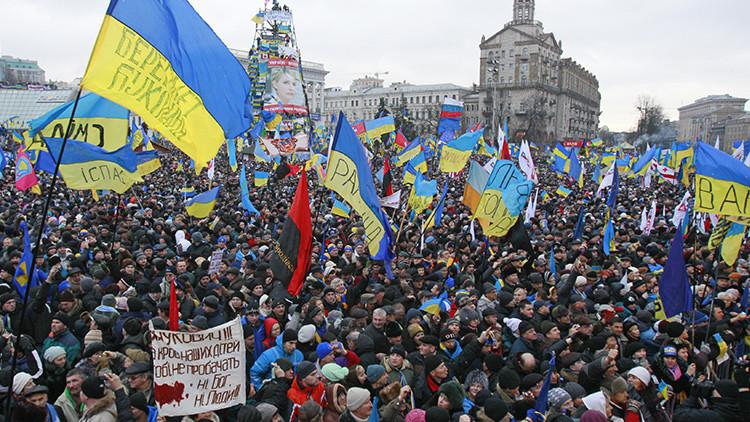 """Prensa francesa: """"EE.UU. llegó 'a tiempo' para llevar a Ucrania a una revolución"""""""