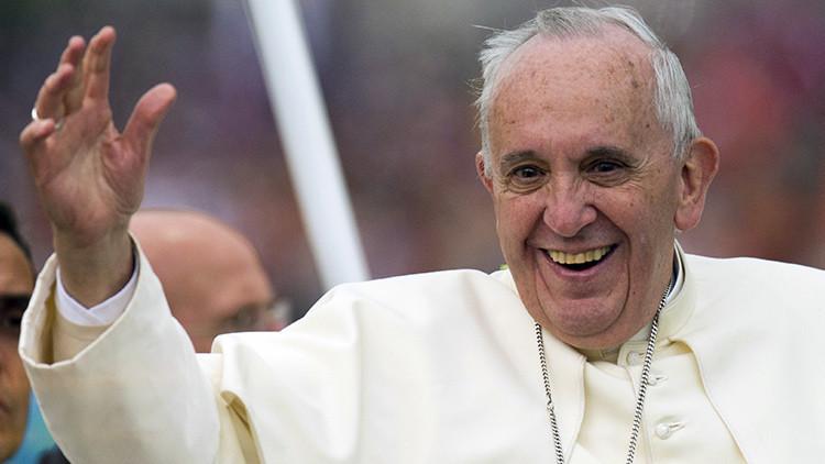 """""""¡Dejen dormir al vecindario!"""":el Papa Francisco rompe el protocolo en Ecuador"""