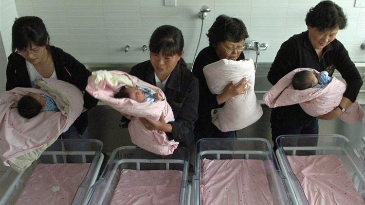 Propuesta polémica en China: empresa quiere multar a empleadas que queden embarazadas sin permiso