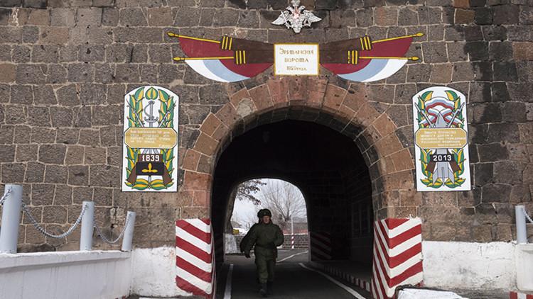 Rusia pone en alerta sus tropas en Armenia