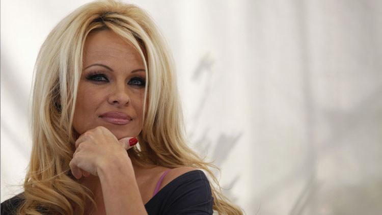 """""""Estimado Vladímir"""": Pamela Anderson pide ayuda a Putin"""