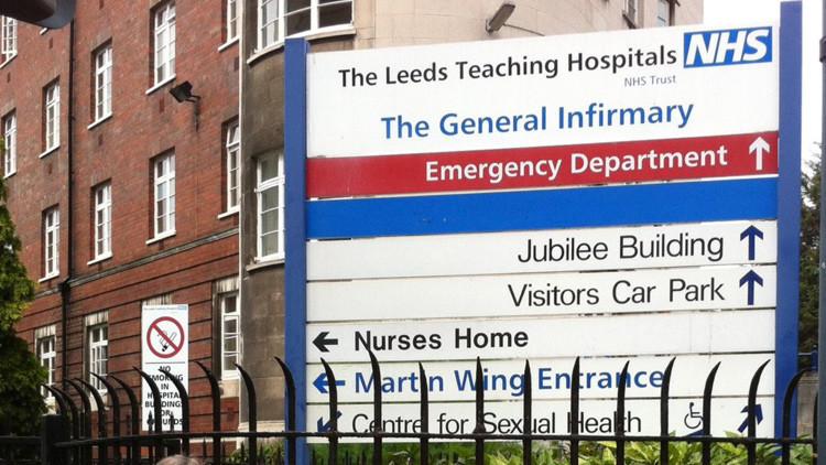 Reino Unido: Los doctores rechazan atender a una niña por figurar como muerta en la base de datos