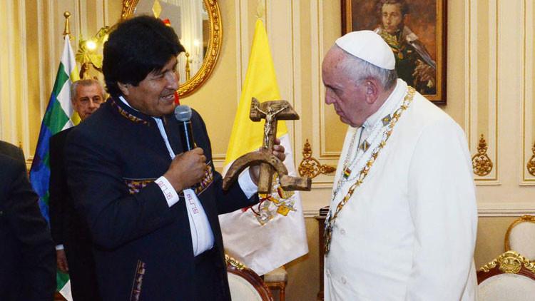¿Qué significa el regalo de Evo Morales al papa Francisco?