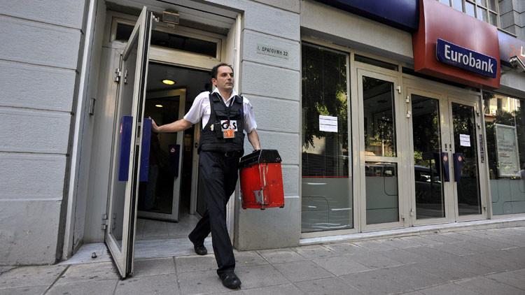 La fuga de capitales en Grecia alcanza los 100 millones de euros al día
