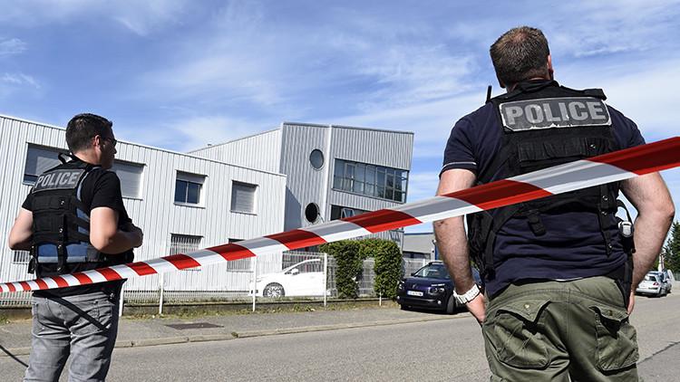 Hombres armados asaltan una tienda cerca de París con al menos 10 personas dentro