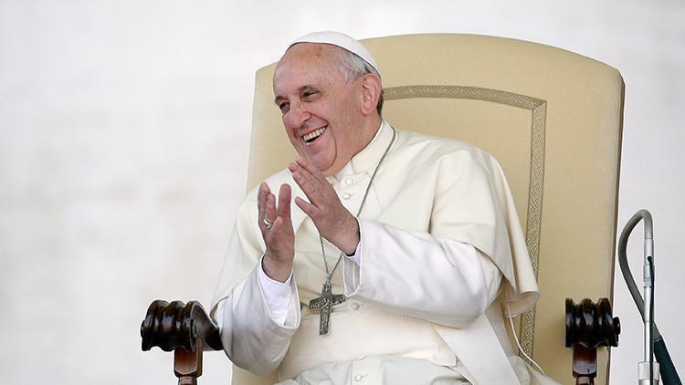 El papa Francisco llama a los jóvenes a contagiar la amistad de Jesús a través del WhatsApp