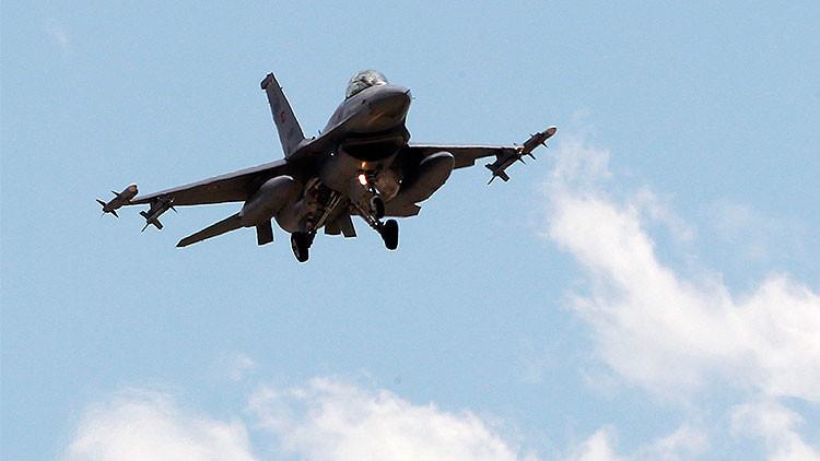 Cazas turcos violan el espacio aéreo griego