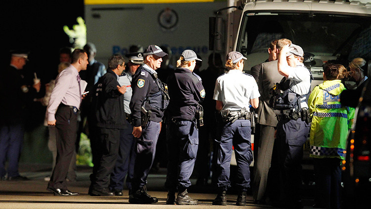 Un hombre que porta explosivos toma al menos un rehén en Australia