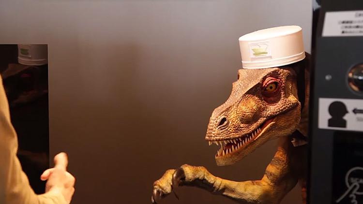 El futuro llega a Japón: abre el hotel Extraño, donde le recibirá un robot dinosaurio