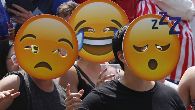 Fotos: Una empresa china permite a sus empleados ir enmascarados para combatir estrés