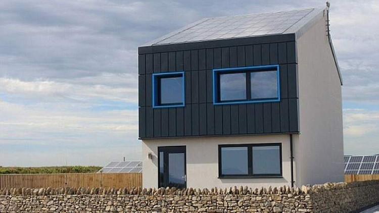 Presentan la primera casa ecológica que produce más energía de la que consume