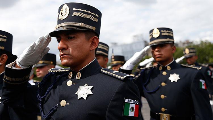 """'Le Monde' arremete contra el """"vergonzoso"""" desfile del Ejército mexicano en París"""