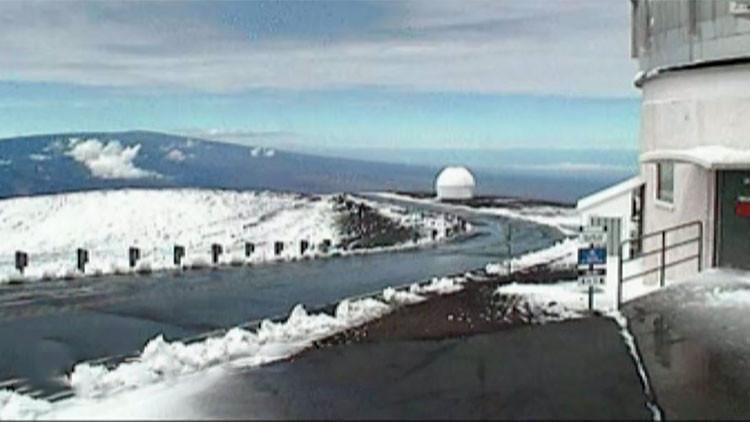 Pues no hace tanto calor en Hawái: Graban una nevada sobre un volcán en pleno verano