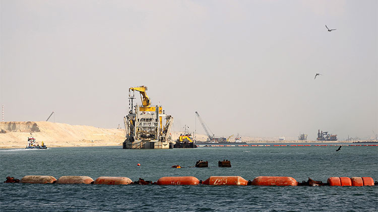 Egipto completa un nuevo canal de Suez