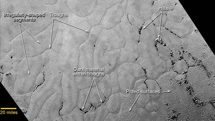 Fotos revelan una misteriosa planicie helada en el 'corazón' de Plutón