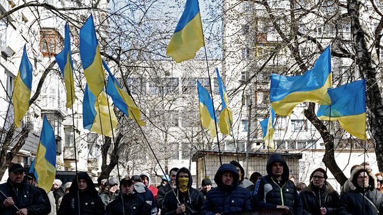 """""""Poroshenko, dimite"""", """"¿Dónde están las reformas?"""": Miles de ucranianos protestan contra el gobierno"""