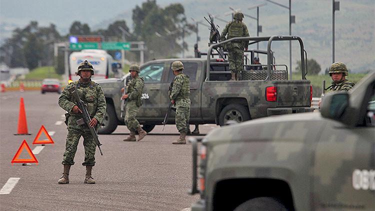 México: El Ejército irrumpe en Michoacán dejando varios menores heridos
