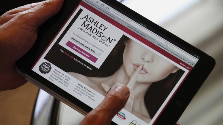 Líos sexuales revelados: Ashley Madison, sitio de encuentros para esposos infieles, hackeado