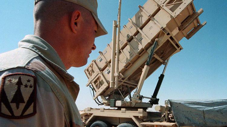 """Periodista estadounidense: """"Rusia invierte en su gente; mientras que EE.UU. en armas"""""""